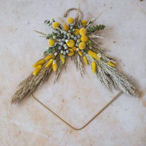 Vencek-iz-suhega-cvetja-Ljubo-doma